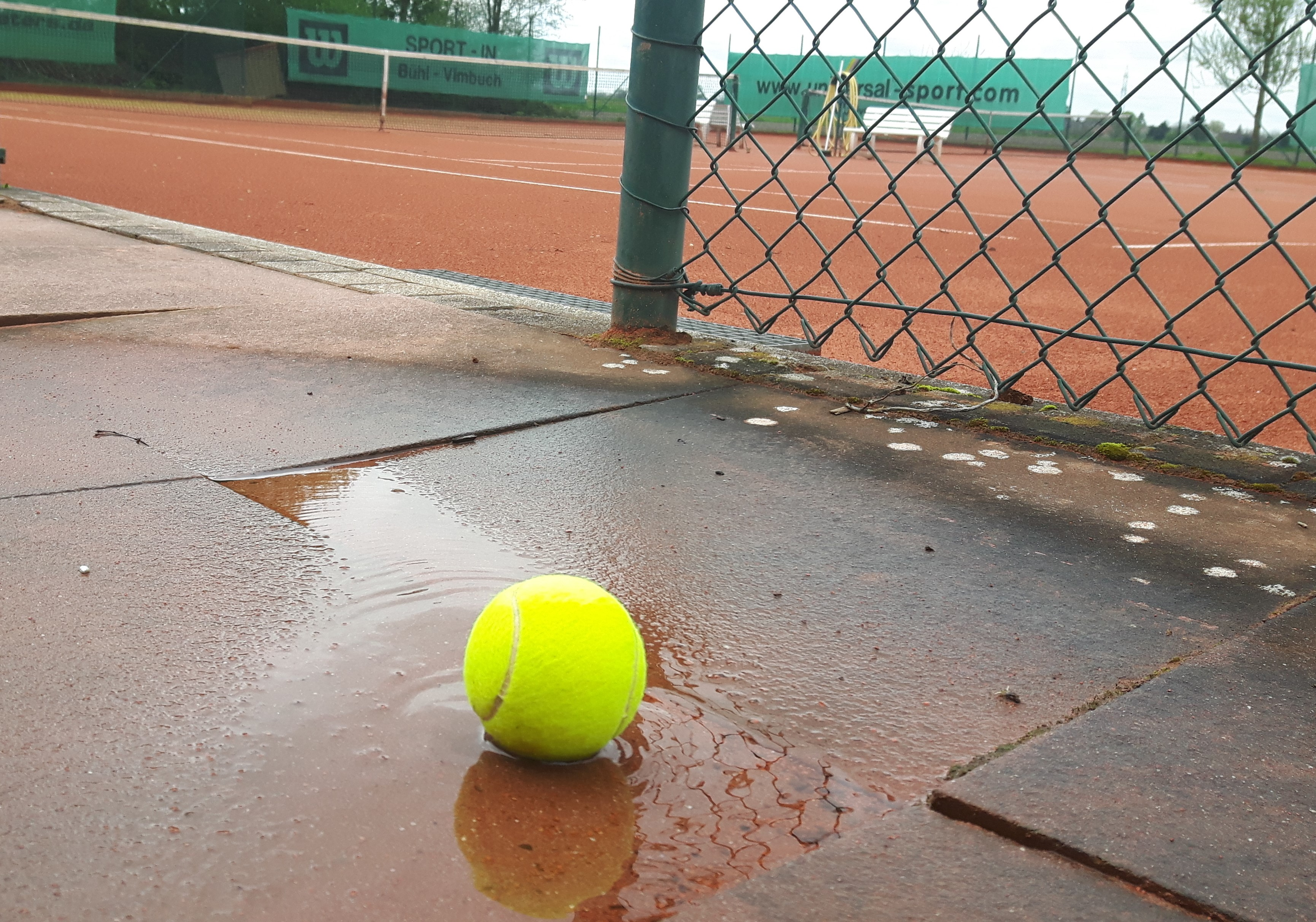 Ball_im_Wasser